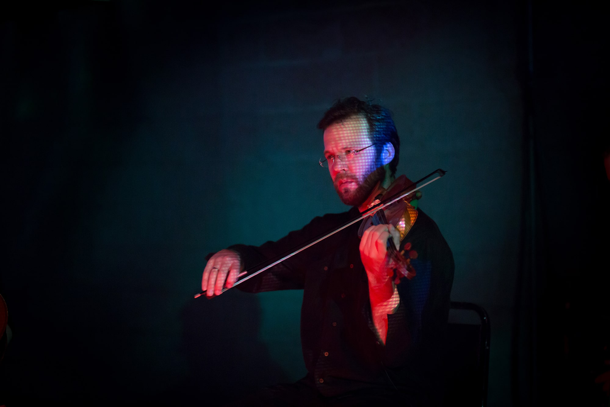 Erik Carlson performing Randy Gibson's <em>Apparitions of The Four Pillars in The Midwinter Starfield under The Astral 789 Duet</em> at the 2014 Avant Music Festival