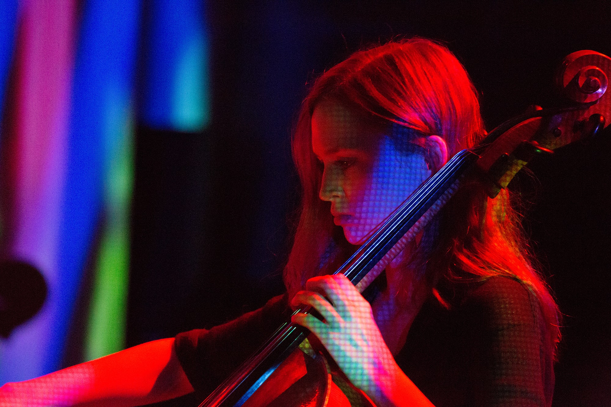 Mariel Roberts performing Randy Gibson's <em>Apparitions of The Four Pillars in The Midwinter Starfield under The Astral 789 Duet</em> at the 2013 Avant Music Festival