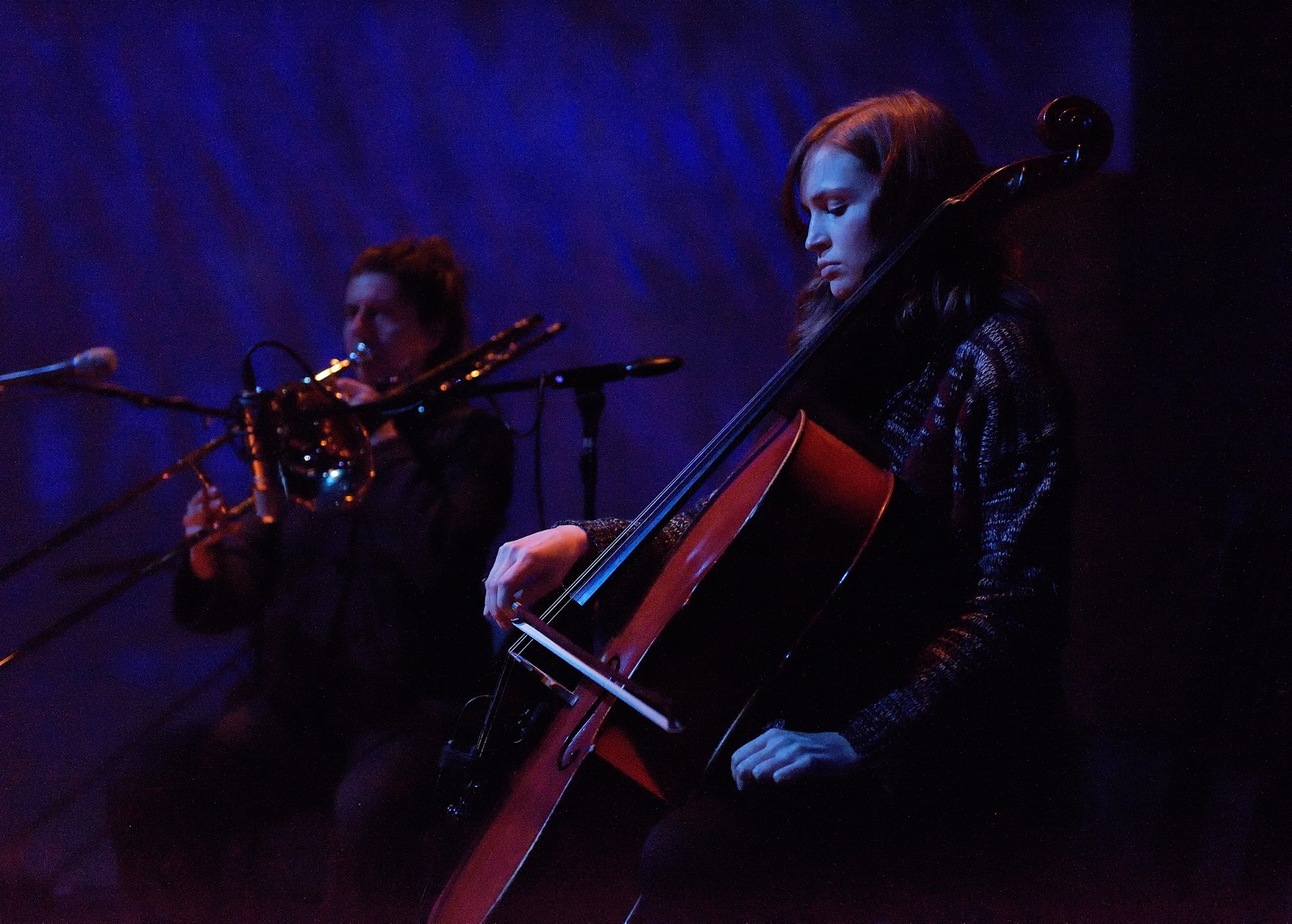 Jen Baker and Mariel Roberts performing Randy Gibson's <em>Apparitions of The Four Pillars in The Midwinter Starfield under The Astral 789 Duet</em> at the 2015 Avant Music Festival