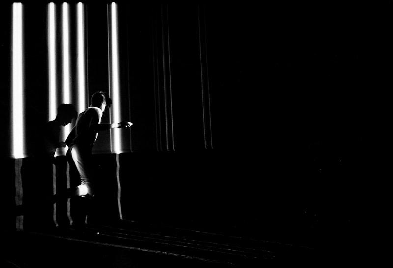 Benjamin Forster performing <em>Shiver</em>